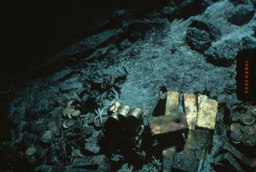 Chén thánh dưới đáy biển - Ảnh 2.