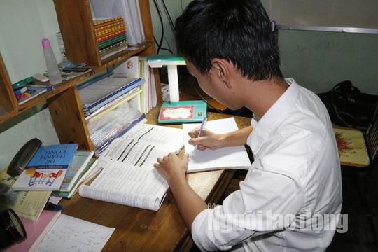 Nam sinh đạt 9,75 điểm môn văn mơ ước trở thành giáo viên tiếng Anh - Ảnh 3.