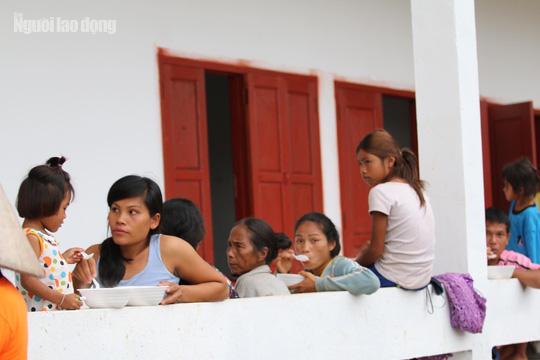 Chùm ảnh 2.800 người bị ảnh hưởng vỡ đập ở Lào sống ra sao? - Ảnh 3.