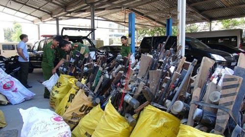 Quảng Nam: Vận động người dân giao nộp 1.465 khẩu súng - Ảnh 1.