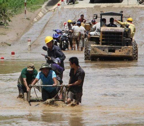 13 người chết và mất tích do mưa lũ - Ảnh 1.