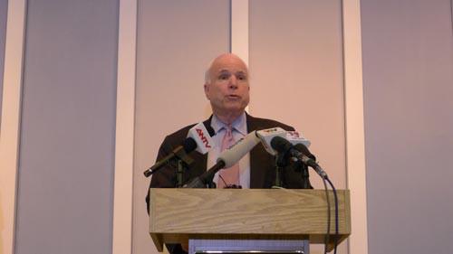 Đại sứ quán Mỹ mở sổ chia buồn Thượng nghị sĩ McCain - Ảnh 1.