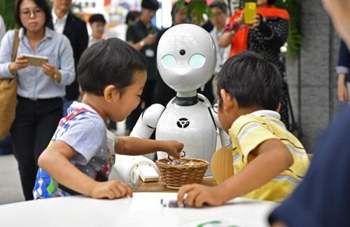 Robot giúp người khuyết tật làm việc - Ảnh 1.