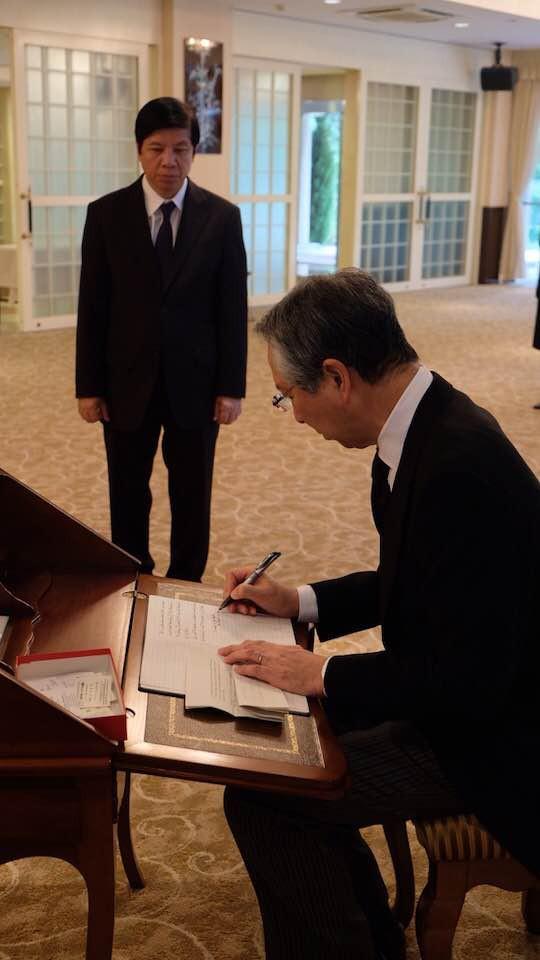 Lãnh đạo nước ngoài đến Đại sứ quán viếng Chủ tịch nước Trần Đại Quang - Ảnh 11.