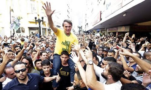 Ứng viên tổng thống Brazil bị đâm suýt chết khi đang vận động tranh cử - Ảnh 1.