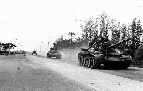 40 năm chiến thắng chiến tranh bảo vệ biên giới Tây Nam: Cuộc chiến tranh bắt buộc - Ảnh 1.