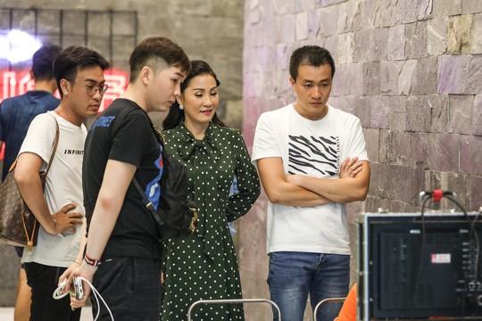 Lương Mạnh Hải kinh khủng khi làm việc với dàn người đẹp - Ảnh 2.