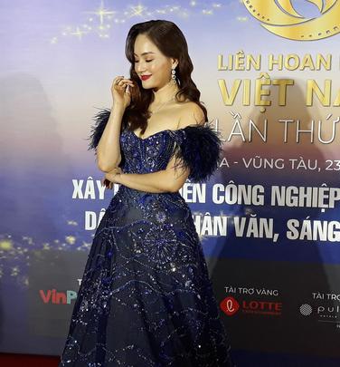 Lan Phương, Ngọc Ánh, Thanh Thuý đọ sắc trên thảm đỏ liên hoan phim - Ảnh 2.