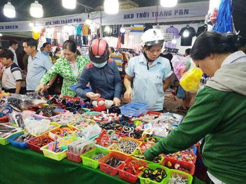 TP HCM: 2.000 công nhân tham gia Phiên chợ nghĩa tình - Ảnh 1.