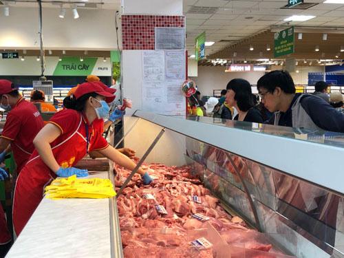 TP HCM phối hợp ĐBSCL kiểm soát giá thịt heo - Ảnh 1.