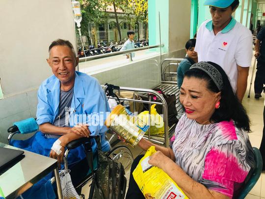 Kỳ nữ Kim Cương động viên nghệ sĩ Lê Bình điều trị ung thư theo liệu pháp mới - Ảnh 1.
