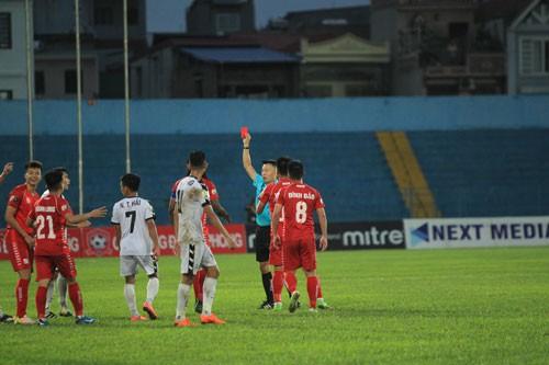 V-League nhiều bạo lực cũng vì trọng tài - Ảnh 1.