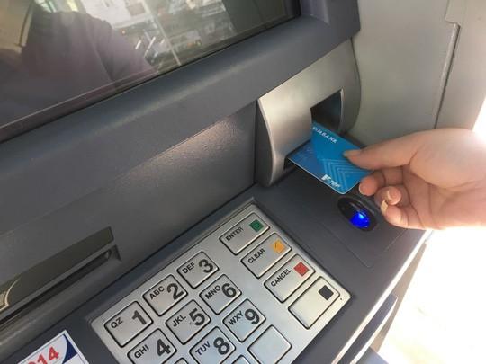 Chuyển đổi 21 triệu thẻ ATM sang thẻ chip - Ảnh 1.