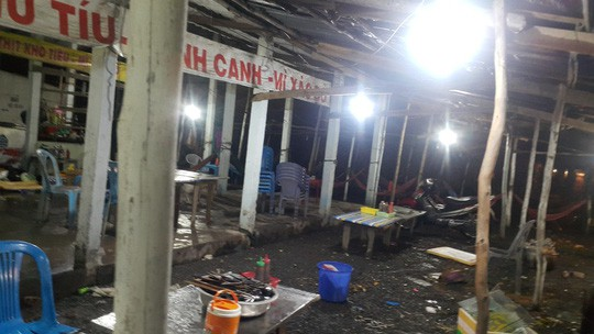 Bắt 2 đối tượng đập phá quán ăn chặt chém ở Long An - Ảnh 1.