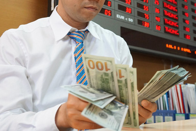 Giá vàng 24k và USD đồng loạt tăng mạnh - Ảnh 1.