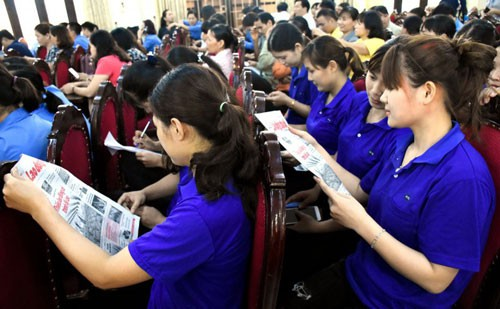 Hà Nội: 300 CNVC-LĐ giao lưu, tìm hiểu về chính sách tiền lương và BHXH - Ảnh 1.