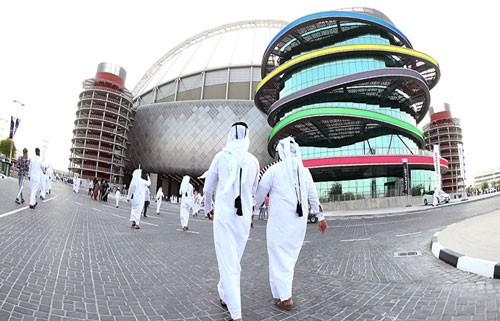 PLATINI, BLATTER VÀ NGHI VẤN PHIẾU BẦU WORLD CUP 2022: Qatar có mất quyền đăng cai? - Ảnh 1.
