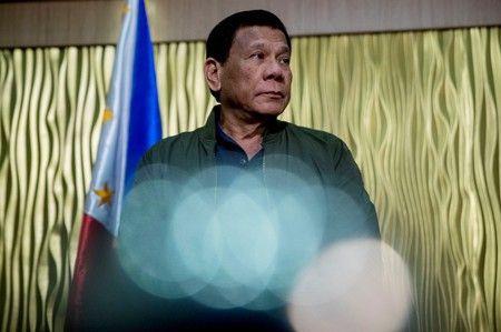Ông Duterte dọa bỏ tù người nào dám luận tội mình - Ảnh 1.