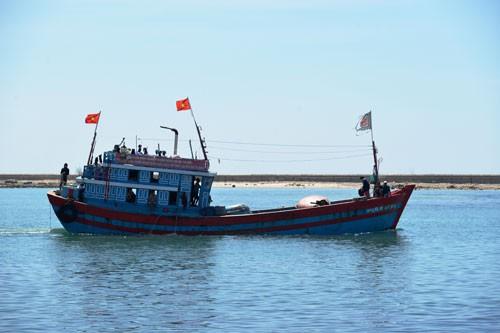 KINH TẾ BIỂN VÀ CHỦ QUYỀN QUỐC GIA: Con tàu triệu tấm lòng vững chãi ra khơi - Ảnh 1.