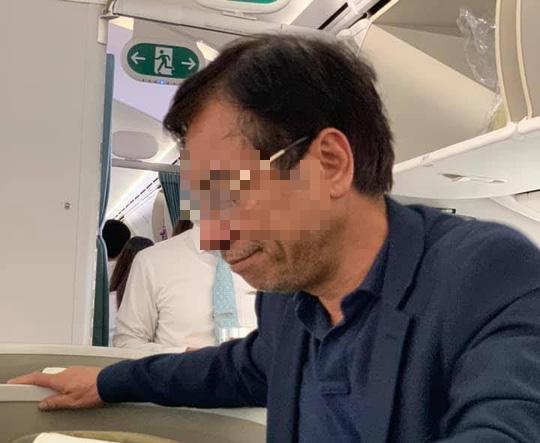 Phạt khách thương gia bị tố sàm sỡ trên máy bay 10 triệu đồng - Ảnh 1.
