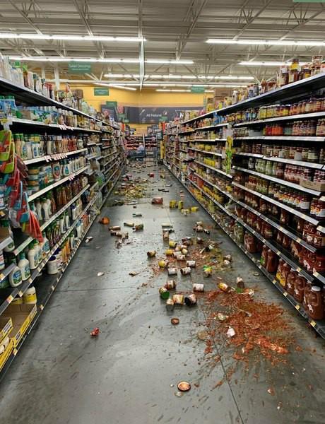 Thêm động đất mạnh cấp độ 6,9 và 1.700 dư chấn ở bang California - Ảnh 1.