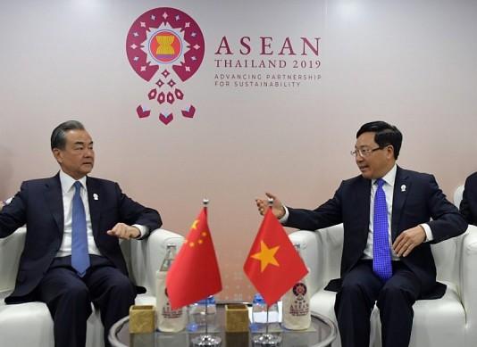 Phó Thủ tướng nêu vấn đề Biển Đông trong cuộc gặp Ngoại trưởng Trung Quốc - Ảnh 1.