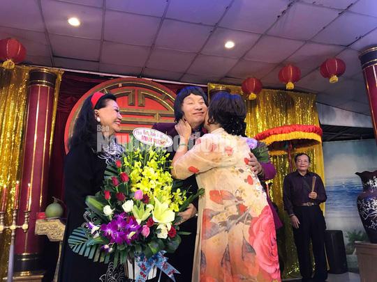 NSND Minh Vương tri ân đồng nghiệp trong ngày giỗ Tổ sân khấu - Ảnh 7.