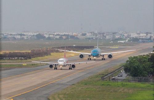 Khẩn cấp xin vốn cải tạo đường băng sân bay Nội Bài, Tân Sơn Nhất - Ảnh 1.