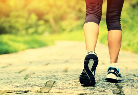 15 phút đi bộ theo cách này, giảm mạnh đau tim, đột quỵ - Ảnh 1.