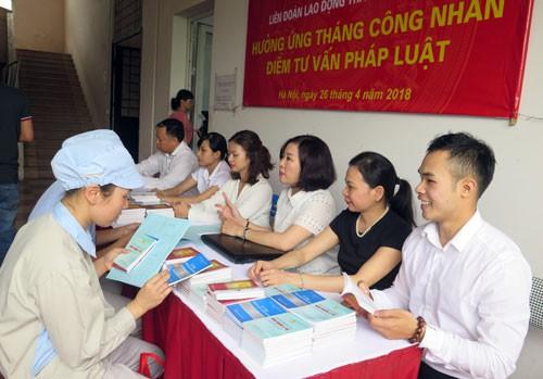 Hà Nội: Hỗ trợ pháp lý cho người lao động - Ảnh 1.