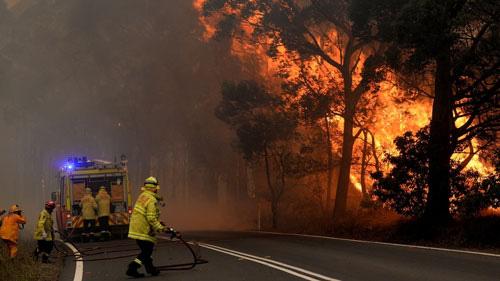 Nước Úc khốn đốn trong thảm họa cháy rừng - Ảnh 1.