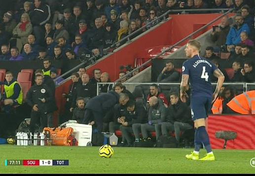 Mourinho tấu hài khi Tottenham thất bại vì VAR - Ảnh 2.