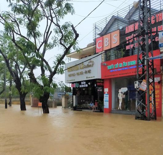 Toàn cảnh lũ lụt kinh khủng ở Thừa Thiên - Huế - Ảnh 5.