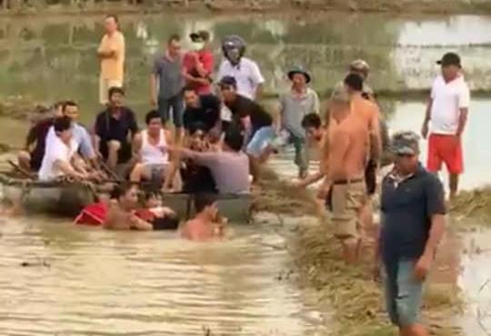 Quảng Nam: 2 học sinh bị rớt xuống cầu, 1 em tử nạn - Ảnh 2.