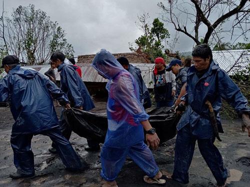 Philippines hứng chịu cơn bão tàn khốc nhất trong năm - Ảnh 1.