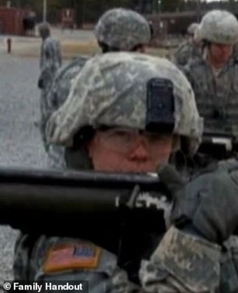 Nữ quân nhân Mỹ tự tử vì bị đồng nghiệp cưỡng hiếp tập thể - Ảnh 3.
