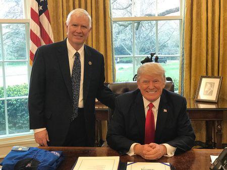 """Phe Tổng thống Trump lên kế hoạch """"ngáng chân"""" ông Biden phút cuối - Ảnh 1."""