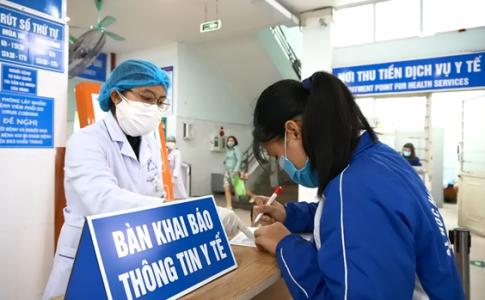 Mức đóng BHYT của Việt Nam chỉ bằng 1/4 Thái Lan - Ảnh 1.