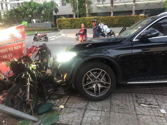 Khởi tố, bắt tạm giam tài xế tông chết người gần sân bay Tân Sơn Nhất - Ảnh 2.