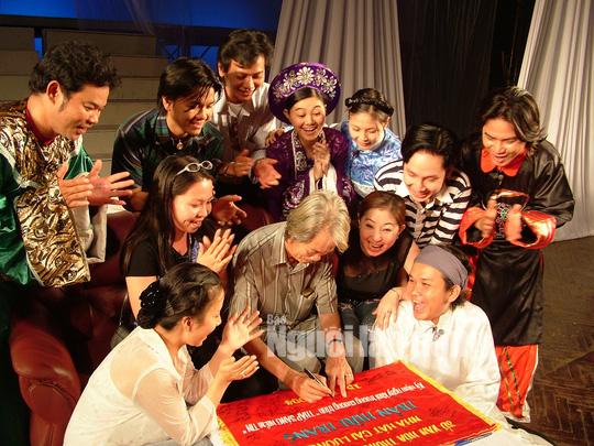 Minh Vương, Bạch Tuyết, Ngọc Giàu, Lệ Thủy thương tiếc đạo diễn Huỳnh Nga - Ảnh 8.