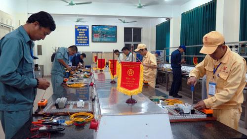 Hà Nội: Tôn vinh công nhân trực tiếp sản xuất - Ảnh 1.