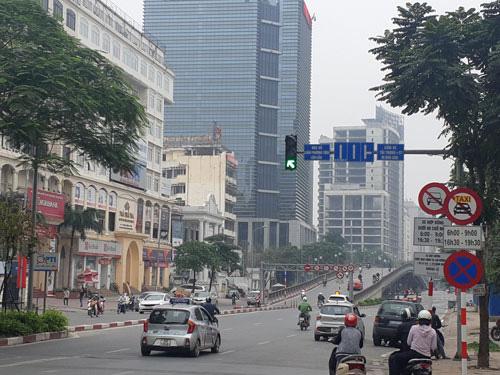 Kiến nghị bỏ biển cấm taxi trên 11 tuyến phố ở thủ đô Hà Nội - Ảnh 1.