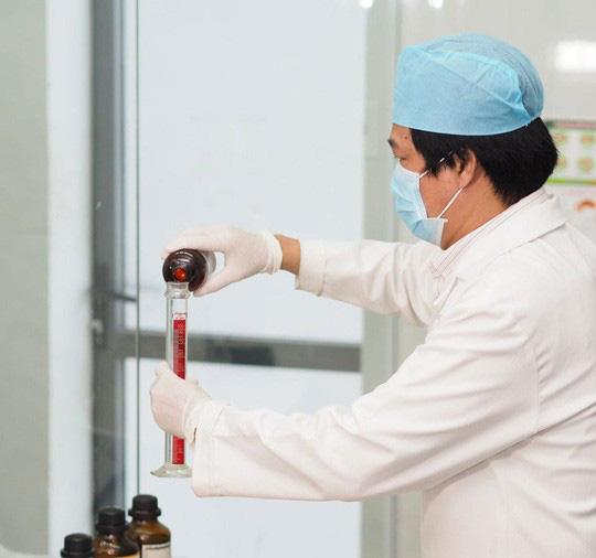 Bệnh viện Thống Nhất chế máy rửa tay tự động độc đáo chống Covid-19 - Ảnh 5.