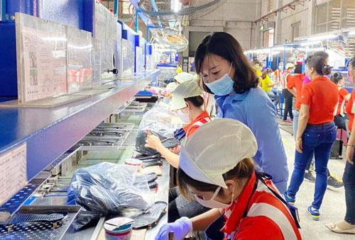 Bình Dương: Trích ngân sách Công đoàn hỗ trợ công nhân khó khăn - Ảnh 1.