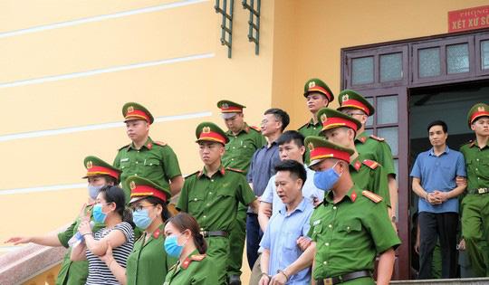 5 lãnh đạo cấp phòng ở Công an tỉnh Hòa Bình nhờ xem điểm cho con - Ảnh 2.