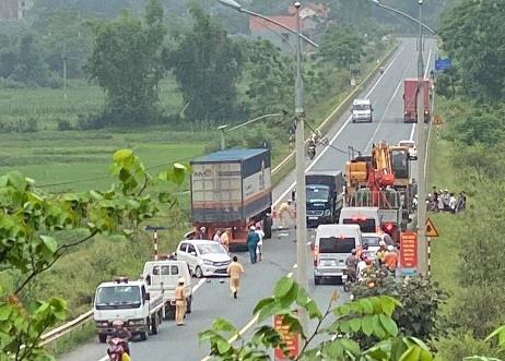 Điều tra vụ tai nạn liên hoàn trên quốc lộ 1A khiến 5 người thương vong - Ảnh 2.