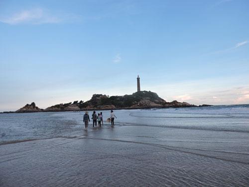 Lội biển qua hải đăng Kê Gà - Ảnh 9.
