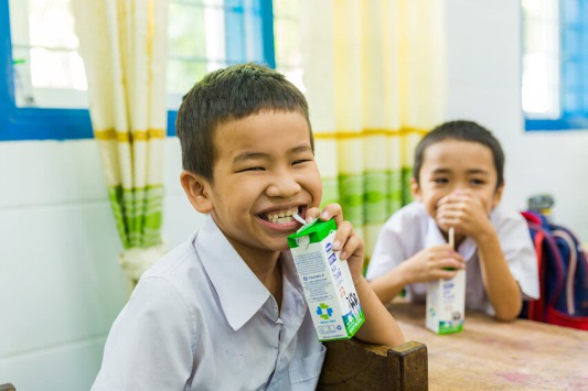 Vinamilk mang niềm vui uống sữa đến với trẻ em Hà Nội thông qua Quỹ sữa Vươn cao Việt Nam  - Ảnh 25.