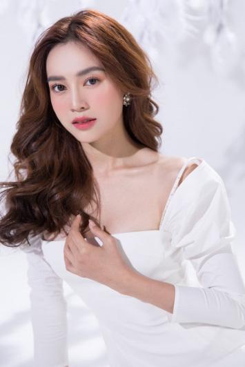 Ninh Dương Lan Ngọc xin lỗi khi bị chỉ trích tác phong từ thiện - Ảnh 1.