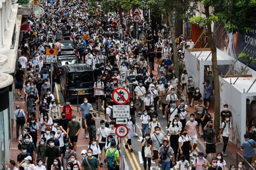 Nhiều nước mời chào dân Hồng Kông - Ảnh 1.